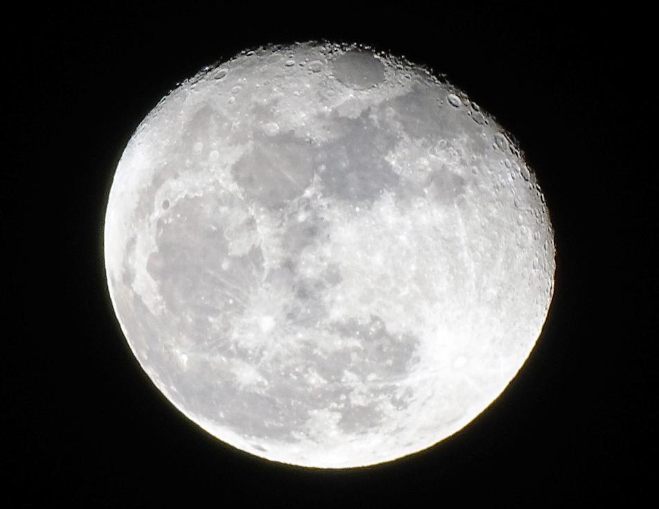 Ilmuwan Mulai Temukan Asal Usul Bulan