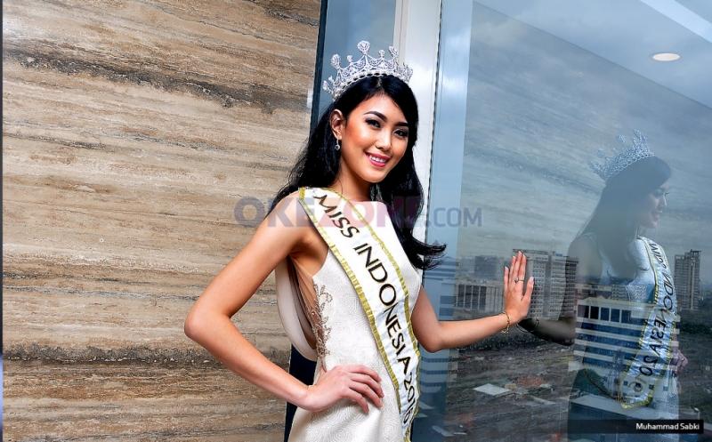 Miss Indonesia Natasha Mannuela memiliki empat tips agar tidak lupa posisi parkir mobil saat di mal (Foto: Okezone)