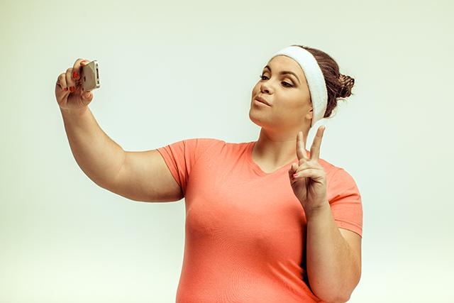 Awas, Selfie Gaya Dua Jari Bisa Membuat Identitas Anda Dicuri