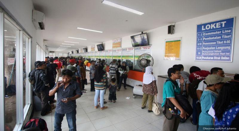 KAI Commuter Jabodetabek Hapuskan Denda Penalti Pengguna KRL