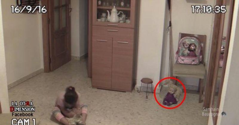 Boneka bisa gerak sendiri. (Foto: Facebook)