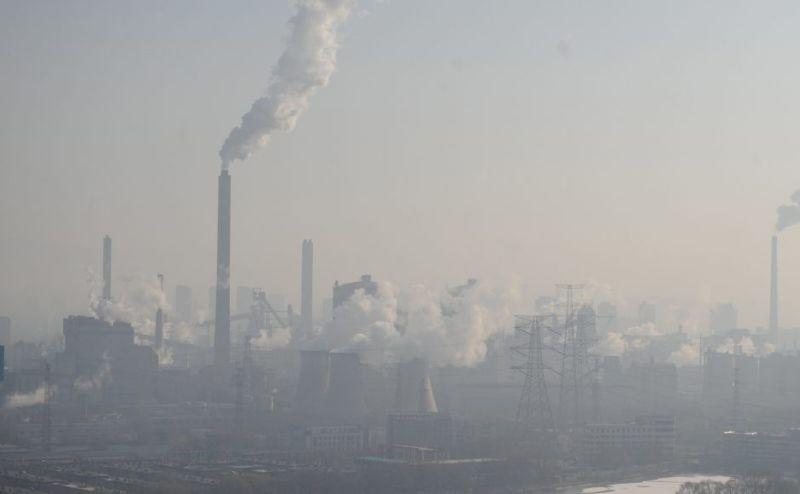 Salah Satu Pabrik di China Sumbang Polusi Kabut Asap. (Foto: Reuters)