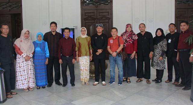Wali Kota Bogor Bima Arya Bersama Para Perawat (Foto: Putra R)
