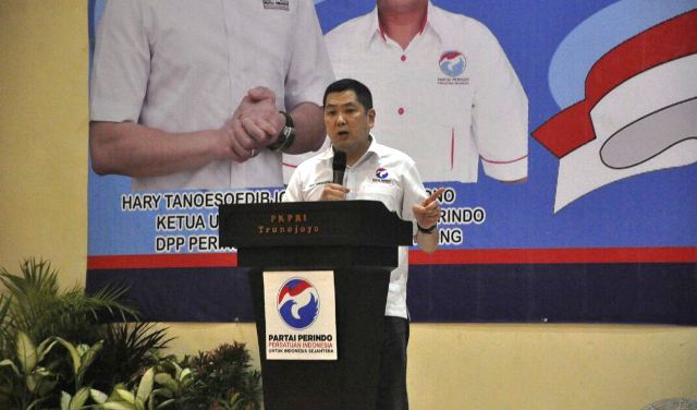 Ketua Umum Partai Perindo, Hary Tanoesoedibjo saat di Sampang (Foto: Syaiful/Okezone)