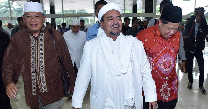 Habib Rizieq saat bertemu dengan Fahri Hamzah. (Foto: Bayu Septianto/Okezone)