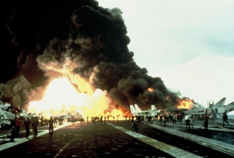 Ledakan roket menewaskan 27 orang pelaut AS di Kapal Induk USS Enterprise (Foto: Shaggy Texas)