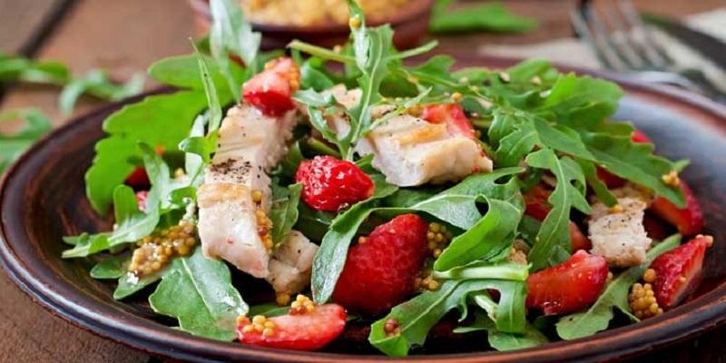 https: img.okezone.com content 2017 01 18 298 1594937 ternyata-chef-tak-sarankan-pesan-salad-saat-makan-di-restoran-omRKuB4Jad.jpg