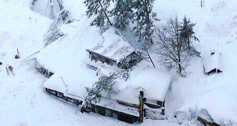 Hotel Rigopiano di Italia tertimbun longsor salju, 30 orang hilang. (Foto: SkyNews)