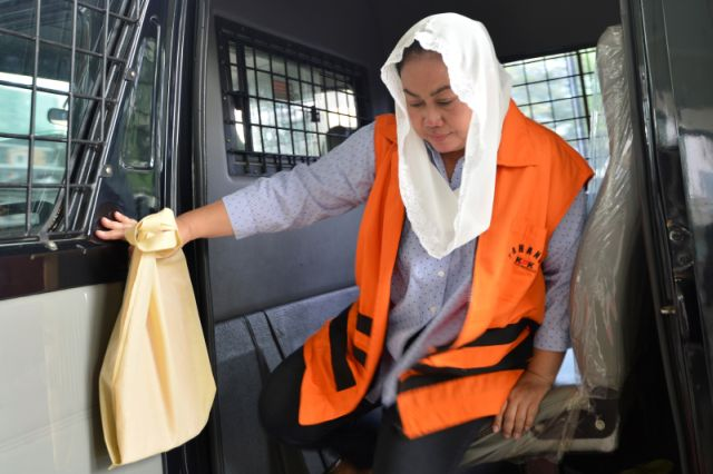 Bupati Klaten Sri Hartini ditahan KPK karena jadi tersangka suap (Antara)