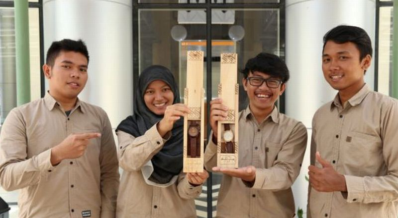 Dua Pemuda Asal Kulonprogo Ciptakan Jam Unik dari Limbah Kayu
