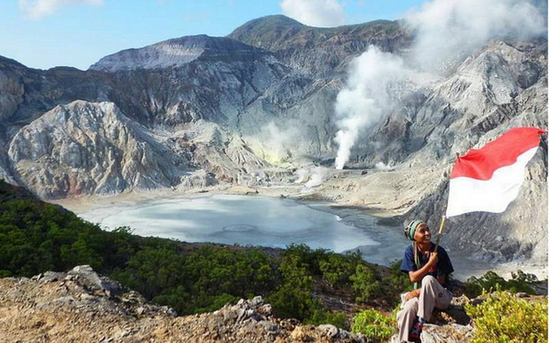 https: img.okezone.com content 2017 01 22 406 1598028 gunung-sirung-bukti-keindahan-kepulauan-alor-dari-ketinggian-TFJXf6bghi.jpg