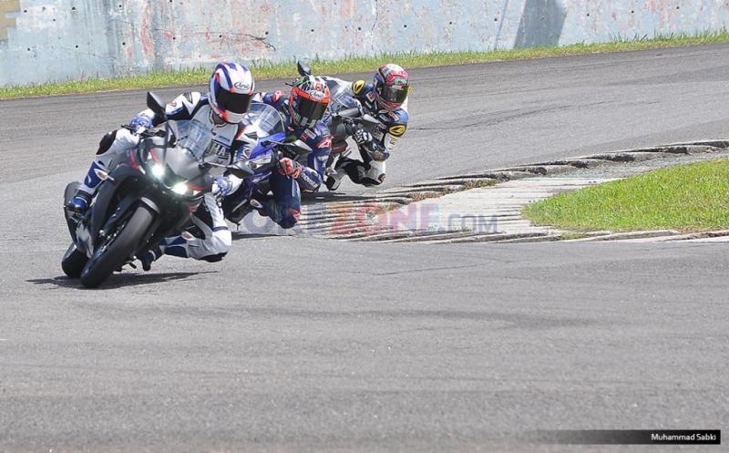 TOP AUTOS: Maverick Vinales Buka Selubung Yamaha R15 Terbaru di Sentul : Okezone News
