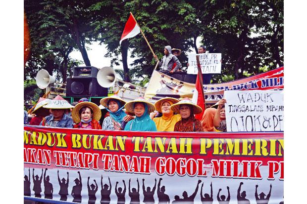 Waduk untuk Jalan Tol Sumo, Warga Protes