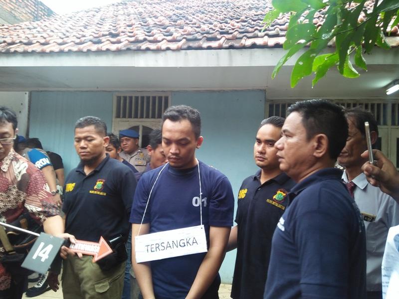 Rekonstruksi pembunuhan mahasiswi UMJ di Cipayung (Fadel/Okezone)