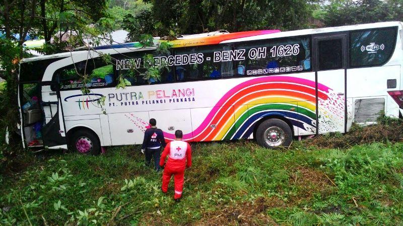 Datang dari Jakarta, Bus Putra Pelangi Masuk Jurang di Padang