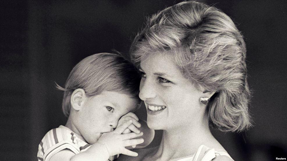 https: img.okezone.com content 2017 01 30 33 1604895 pangeran-william-harry-bangun-patung-putri-diana-d3gjNqQpAF.jpg