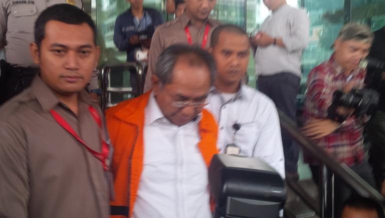 Usai Diperiksa KPK, Politikus Golkar Charles Mesang Langsung Dipenjara