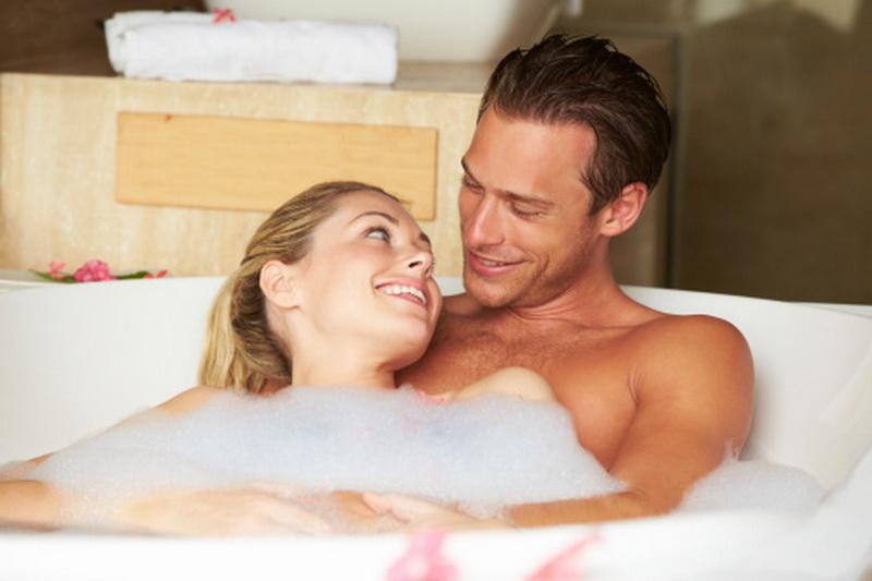 фото парень и девушка в ванной