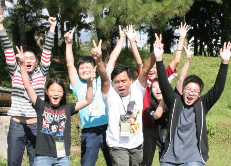https: img.okezone.com content 2017 02 12 18 1616054 hebat-pemuda-indonesia-terbukti-paling-bahagia-di-dunia-Z9AX6qCMPG.JPG