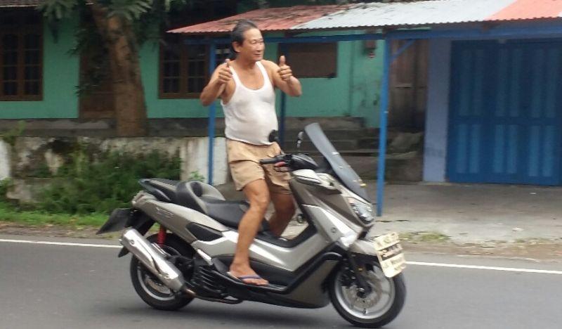 Heru, kakek yang membuat heboh Yogya dengan aksi mengendarai motor sambil lepas tangan dan berdiri (Foto: Prabowo/Okezone)
