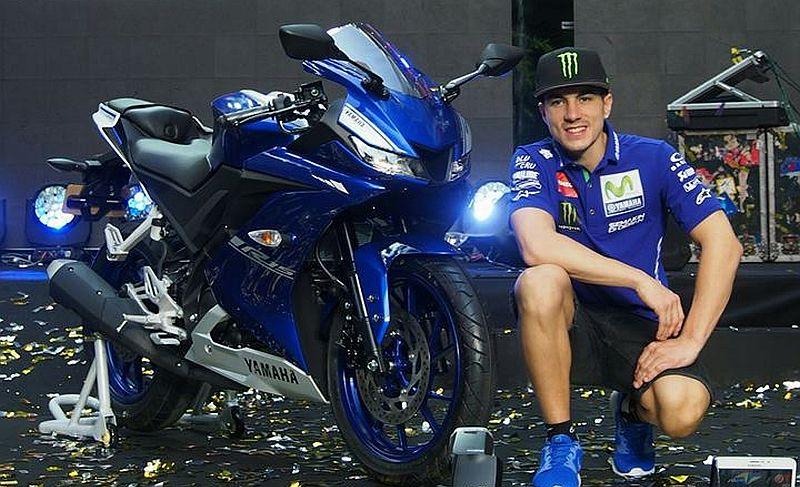 Pembalap MotoGP Maverick Vinales dan Yamaha R15 terbaru (Foto: Indianautosblog)