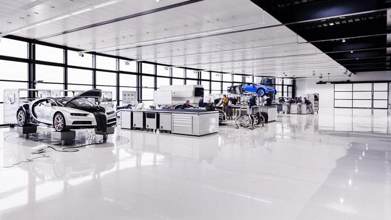 Pabrik Bugatti memproduksi model Chiron (Automobiles SAS)