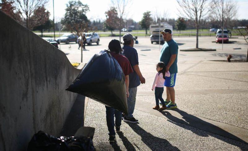 Warga California kembali ke rumah setelah perintah evakuasi darurat akibat kekhawatiran jebolnya bendungan Orville. (Foto: Getty Images/NBC News)