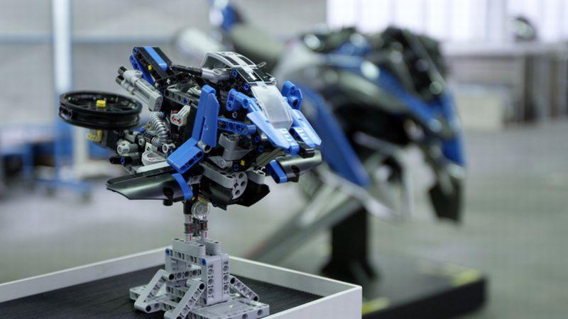BMW Motorrad dan Lego kerja sama bikin mainan untuk model motor terbang dan R1200GS (Autoblog)