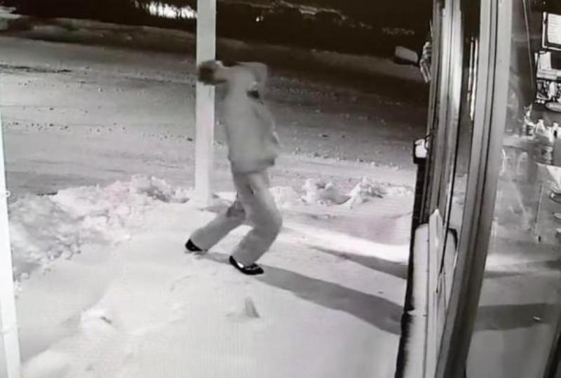 Gambar dari rekaman kamera pengawas. (Foto: Facebook/Norwood Police Department)