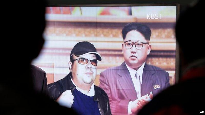 Media Korsel menampilkan pemimpin Korut, Kim Jong-un dan kakak tirinya, Kim Jong-nam. (Foto: AP)