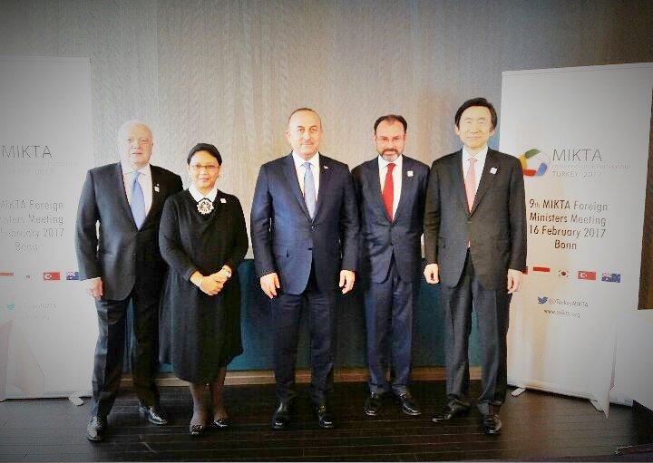 Para Menlu MIKTA di sela pertemuan G20. (Foto: Twitter/dok. Kemlu RI)