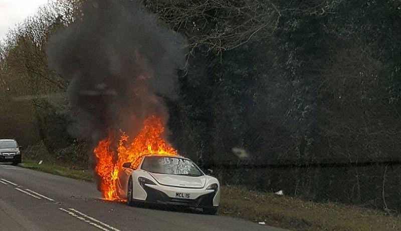 Duh, Supercar McLaren Dikendarai Perempuan untuk Belanja Terbakar