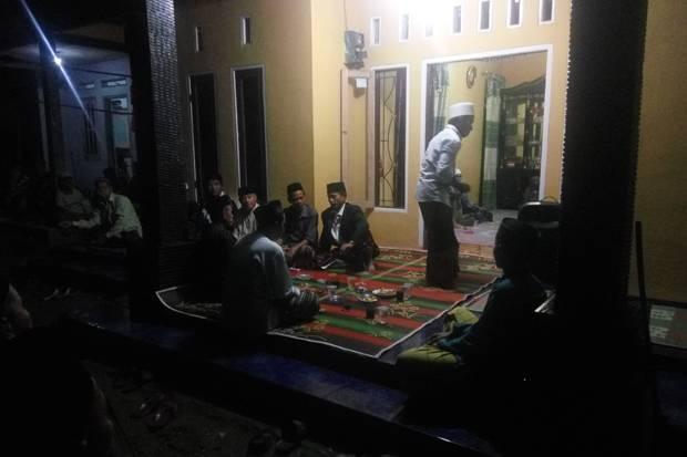 Pengajian di kediaman Siti Aisyah. (Foto: Rasyid Ridho/Sindonews)