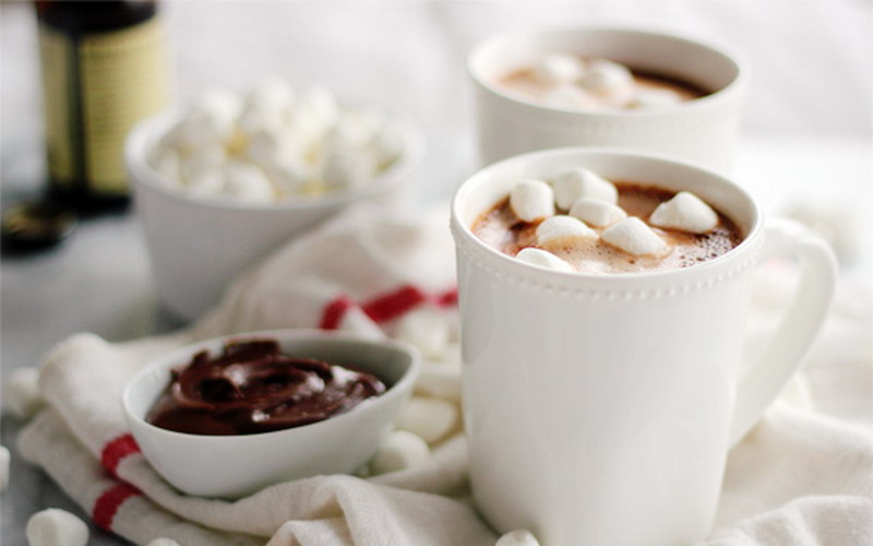 https: img.okezone.com content 2017 02 23 298 1625847 nikmatnya-hot-chocolate-nutella-siap-hangatkan-tubuh-rZg0dU9NYD.jpg