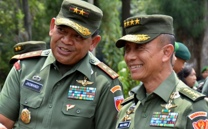 Pangdam Diponegoro, Mayjen Jaswandi bersama KSAD Jenderal Mulyono (Foto: ANTARA FOTO/R Rekotomo)