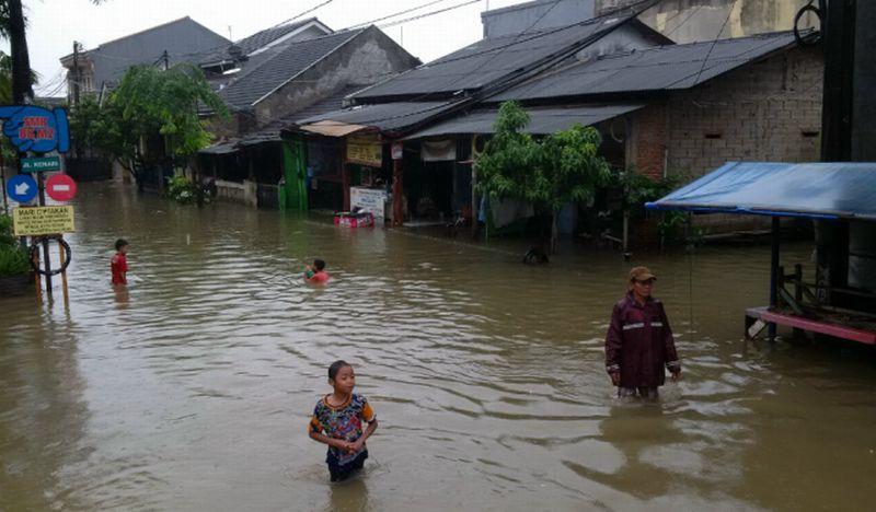 https: img.okezone.com content 2017 02 23 481 1625897 ini-loh-3-penyakit-kulit-akibat-genangan-banjir-uhhC7dE4hD.jpg