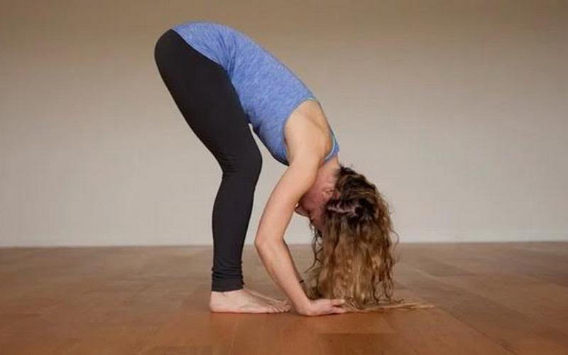 https: img.okezone.com content 2017 02 23 481 1626599 lagi-lagi-insomnia-di-malam-hari-atasi-dengan-pose-yoga-ini-aja-TPiQRiL8aa.jpg