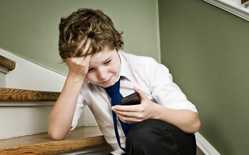 https: img.okezone.com content 2017 02 24 196 1627092 anak-jadi-korban-bullying-di-media-sosial-orangtua-harus-yakinkan-ini-cHK68XUq1c.jpg