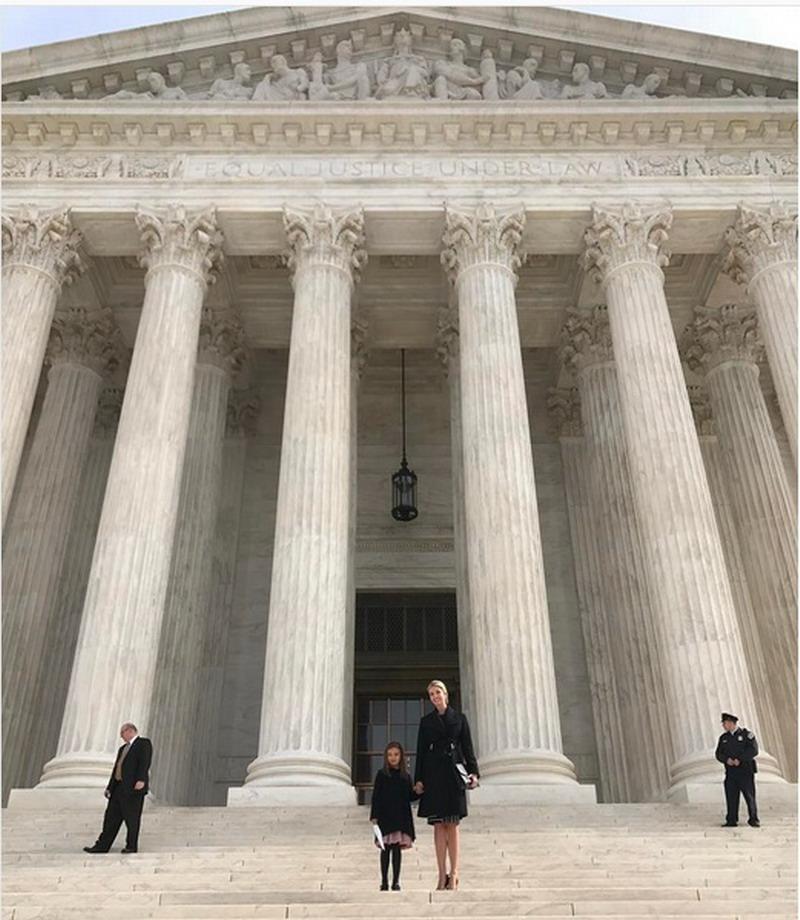 https: img.okezone.com content 2017 02 24 196 1627433 menarik-ivanka-trump-perkenalkan-putri-sulungnya-pada-sistem-peradilan-as-NJk5HDFfZ0.jpg