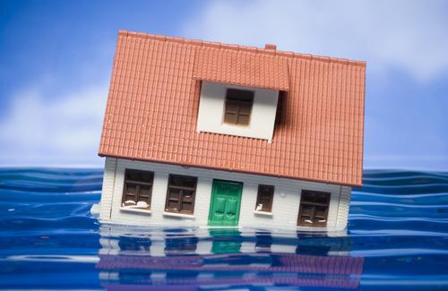 https: img.okezone.com content 2017 02 24 470 1627040 dilema-rumah-langganan-banjir-tak-bisa-ikut-asuransi-7qBjafLGnx.jpg
