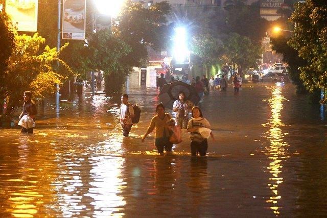 https: img.okezone.com content 2017 02 24 470 1627313 beli-rumah-di-kawasan-banjir-hitung-hitung-dulu-kerugiannya-Vl7yMVMrQ9.jpg