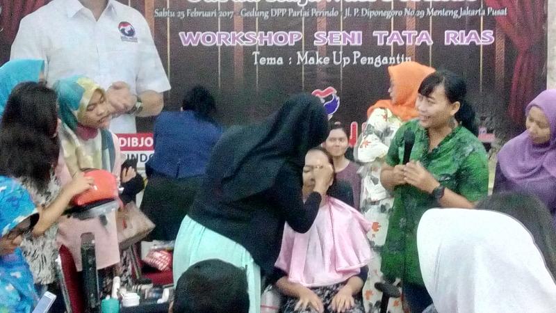 Ratusan Ibu Bersolek Ikuti Pelatihan Tata Rias di DPP Perindo