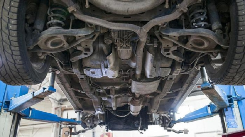 Kenali Ciri Ciri Besi Di Kolong Mobil Bakal Berkarat Okezone Otomotif