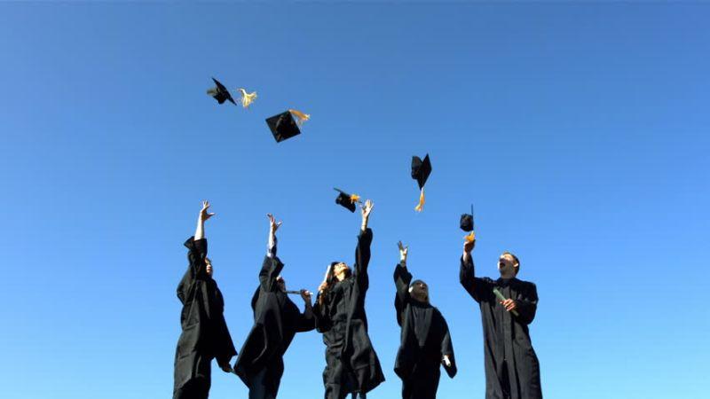 Wow, Lima Mahasiswa Didapuk Jadi Lulusan Termuda Wisuda UNS