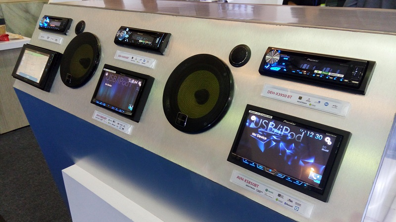 https: img.okezone.com content 2017 02 27 15 1628757 audio-mobil-standar-pabrikan-makin-keren-produk-aftermarket-bakal-tergerus-JcU6hfxUQi.jpg