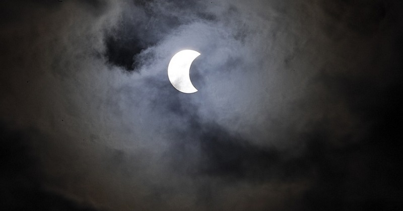 https: img.okezone.com content 2017 02 27 56 1629079 intip-foto-foto-indah-fenomena-gerhana-cincin-api-Jgyxh0BgNd.jpg