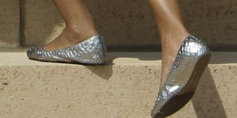 https: img.okezone.com content 2017 03 03 481 1632996 ladies-pakai-flat-shoes-terlalu-sering-ada-bahayanya-loh-9UD62eW0Te.jpg