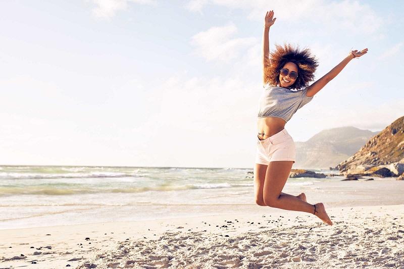 https: img.okezone.com content 2017 03 03 481 1633662 liburan-ke-pantai-ada-manfaat-sehatnya-bagi-organ-tubuh-uSIpuUWXtM.jpg