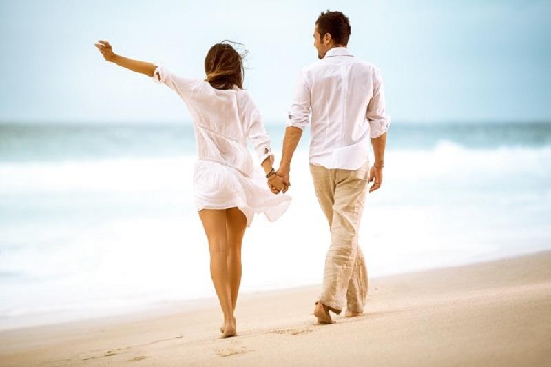 https: img.okezone.com content 2017 03 04 481 1634008 kalau-liburan-di-pantai-jalan-kaki-di-atas-pasir-bisa-kuatkan-otot-v33jHw4AJj.jpg