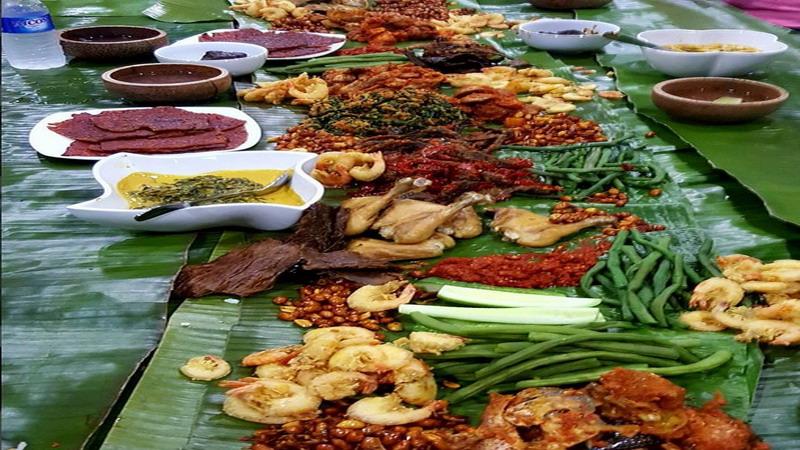 https: img.okezone.com content 2017 03 08 298 1637560 kenali-tradisi-makan-bersama-ala-masyarakat-indonesia-DePh56ArBU.jpg